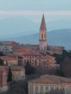 春の優雅なイタリア中部・サンマリノ巡り旅♪ Vol79(第7日目夜) ☆ペルージャ:「Hotel Brufani Palace」のジュニアスイートルームから黄昏のペルージャを眺めて♪そして煌めく夜景が美しい♪