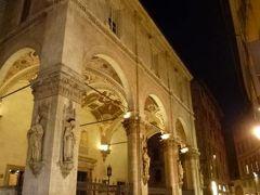春の優雅なイタリア中部・サンマリノ巡り旅♪ Vol93(第8日目夜) ☆シエナ:美しい夜景のBanchi di Sopra通りをショッピング楽しむ♪「Grand Hotel Continental」の優しい明かりの美しいフレスコ画ジュニアスイートルーム♪