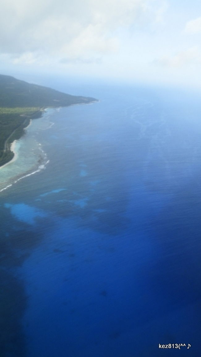 北マリアナ諸島<br />サイパン・ロタ・テニアンの海<br /><br />南の島には<br />青い海、風、空に<br />花咲き乱れ、鳥たちが遊ぶ<br /><br />関空発アシアナ航空120便サイパン直行便<br /><br />サイパン−ロタ線は空路30分<br /><br />神秘的なブルーが深まる<br />海水温は27〜28度<br /><br />楽園への<br />限られたフライトでネット予約対応も進まず<br />重量制限、持込み荷物は21kgまで<br /><br />サイパン−ロタは新しい航空会社<br />「アークティックサークルエアー」<br />9人乗りセスナ機で、50ポンド荷物制限<br />