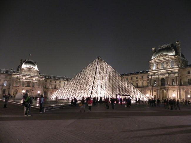 何はともあれ、パリに来たらまず行ってみたいのがルーブル美術館。<br />午前中から出かけ、たっぷり1日見学しました。