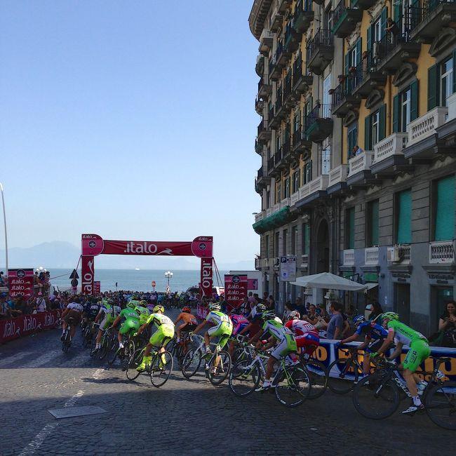 2013年5月、ANA修行を兼ね5月3日から始まるGW後半4連休に有休を1日継ぎ足して3泊5日で南イタリア・ナポリへ!<br /><br />旅の目的、まず第一に世界3大ロードレースのひとつである&quot;Giro d&#39;Italia&quot;を観ること!<br />次にサッカーイタリアリーグSerieAで上位につけるSSC Napoli vs. Inter Milanoの試合を観ること!<br />そして最後に本場のピッツァを食べること!<br />オマケとして青の洞窟などの観光も!<br /><br />ナポリへは2012年11月に初めて訪れたのだが、その時食べたピッツァの美味しさが忘れられず次の機会を狙っていたところ、ちょうどGWのタイミングで5/4にGiro開幕ステージがナポリで開催され、それをベースにSerieAの日程を調べてみると、5/5に日本代表DF長友擁するInterがSSC Napoliと試合をすると言う好都合!<br /><br />3月下旬に下記スケジュールで航空券を発券し、いざ出発!<br /><br /><br />03MAY13<br />NH338 名古屋(NGO)08:20 成田(NRT)09:25<br />NH207 成田(NRT)12:15 ミュンヘン(MUC)17:25<br />LH1930 ミュンヘン(MUC)19:40 ナポリ(NAP)21:15<br /><br />Alibusでホテルへ<br />Renaissance Naples Mediterraneo @Napoli 泊<br /><br />04MAY13<br />☆TIM SIM Card for iPhone購入<br />☆Giro d&#39;Italia 1st Stage観戦<br />☆ピッツァでランチ<br />☆5/5 SerieAチケット購入<br /><br />Renaissance Naples Mediterraneo @Napoli 泊<br /><br />05MAY13<br />Beverello港→(高速船)→カプリ島<br />☆青の洞窟<br />カプリ島→(高速船)→ソレント<br />ソレント→(SITAプルマンバス:ポジターノ経由)→アマルフィ<br />☆アマルフィ<br />アマルフィ→(SITAプルマンバス)→サレルノ<br />サレルノ→(TRENITALIA)→ナポリ<br />タクシーでホテルへ<br />ホテル→(#151市バス)→Stadio San Paolo<br />☆セリエA 第35節 ナポリvsインテル (3-1)<br />Campi Flegrei→(地下鉄2号線)→Materdei→(徒歩)→ホテル<br /><br />Renaissance Naples Mediterraneo @Napoli 泊<br /><br />06MAY13<br />☆フニクラでサンテルモ城<br />☆スパッカナポリそぞろ歩き<br />☆空いていたら「Da Michele」でピッツァ (長蛇の列に断念)<br />Alobusで空港へ<br /><br />LH1929 ナポリ(NAP)17:05 ミュンヘン(MUC)18:50<br />NH208 ミュンヘン(MUC)21:10 成田(NRT)15:35+<br /><br />07MAY13<br />NH339 成田(NRT)17:55 名古屋(NGO)19:05<br /><br /><br />概算<br />航空券 138,680円 (ANA Web Site)<br />ホテル  49,584円 (3泊 Expedia)<br /><br /><br />Giro! Calcio! Pizza! GWナポリ5日間! #1/2<br />https://ssl.4travel.jp/tcs/t/editalbum/edit/10774547/<br /><br />Giro! Calcio! Pizza! GWナポリ5日間! #2/2<br />https://ssl.4travel.jp/tcs/t/editalbum/edit/10774549/