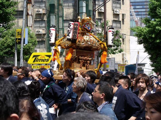 1昨年は震災で中止、昨年は陰で、....<br /><br />しばらくお祭りがありませんでした。むかし神田に事務所を持っていたことがあるので、初めてではありませんがまた祭りを見に出かけました。