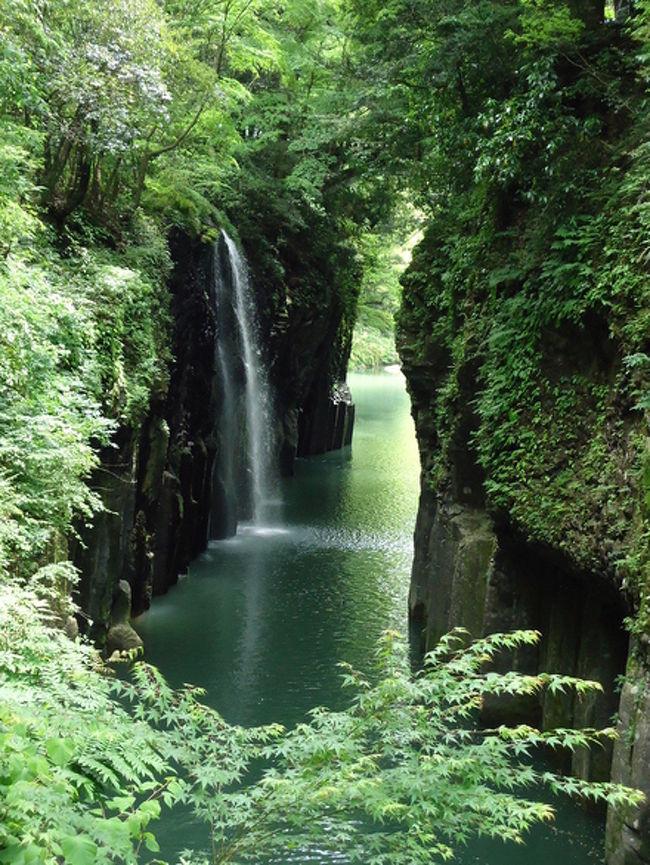 古事記は日本最古の歴史書です。<br /><br />上巻は天地開闢(てんちかいびゃく)から神武天皇(宮崎神宮の祭神)の父であるウガヤフキアエズノミコト(鵜戸神宮の祭神)までについて記され、その3分の2は宮崎県が舞台となっています。<br /><br />神々が息づく神話の舞台を旅してきました。<br /><br />