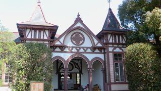 重文・旧制土浦中学校はピンクの校舎。ダンナの出身校で、レトロ見学