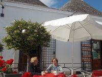 (3)(アルベロベッロ & マテーラ編)『五月晴れ!・・・の イタリアを。 南北縦断10日間』 (「世界遺産・・・の 石造り!家屋 巡り」は、 三角屋根 と 洞窟・・・の おウチ。)