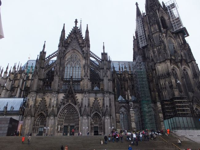 ドイツへ、孫を訪ねてウン千里(笑)熟年夫婦の珍道中<br /><br />息子夫婦の住むドイツへ。孫連れフランクフルト、ケルン観光、3泊4日。<br />息子夫婦と別れてから、イタリアはフィレンツェへ。