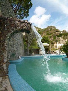 初夏の優雅なバカンス ナポリのイスキア島♪ Vol40(第6日目午後~夕) ☆イスキア島サンタンジェロ:温泉公園「Giardini Termali」とビーチで優雅に過ごす♪ホテルのテラスでスプマンテ♪サンタンジェロの散策♪