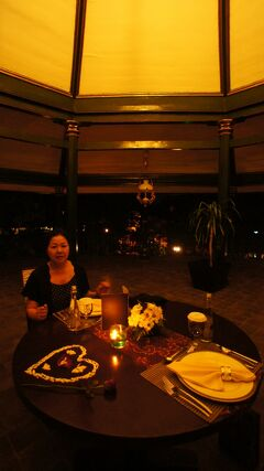 PARIWISATA JOGJA(4)豪華なロイヤル・アンバルクモ・ホテルの水の宮殿を貸切り、王宮リスタフェルディナーを楽しむ。