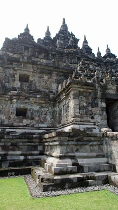 PARIWISATA JOGJA(5)タクシーをチャーターして行ったサンピ・サリ寺院とプラオサン寺院とカラサン寺院の建築に圧倒される。