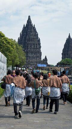 PARIWISATA JOGJA(6)タクシーをチャーターした午後はプランパナン寺院史跡公園のロロ・ジョングランとセウ寺院を見学する。