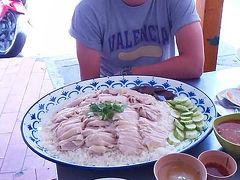 挑戦者求む!重量3キロの巨大カオマンガイがある食堂へ行ってみた