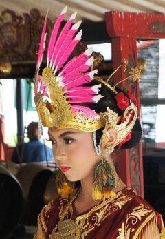 PARIWISATA JOGJA(12)2度目のクラトンでは伝統舞踊の物悲しいガムランの調べと美しい踊りブドヨを堪能する。