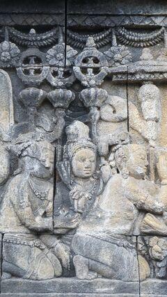 PARIWISATA JOGJA(15)世界遺産の仏教遺跡のボロブドゥールの仏伝図の方広大荘厳経を絵巻物のようなレリーフで確かめる。