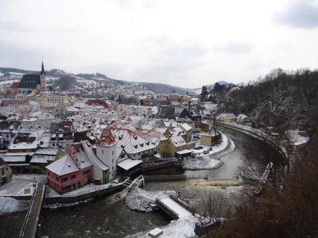 ことしは、ちょっと奮発して8日間の中欧旅行に行ってきました。<br />2回目の添乗員さん同行のパック旅行です。<br />3カ国を回り、世界遺産を4箇所巡りました。<br />妹は、数回ヨーロッパを旅行していますが、私は初ヨーロッパです。<br />ドイツ、オーストリア、チェコと本当に素敵なところで、古い町並みに歴史を感じとても癒されました。<br /><br /><br /><br />