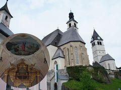アルペンスキーと歴史的な町並みのキッツビュール