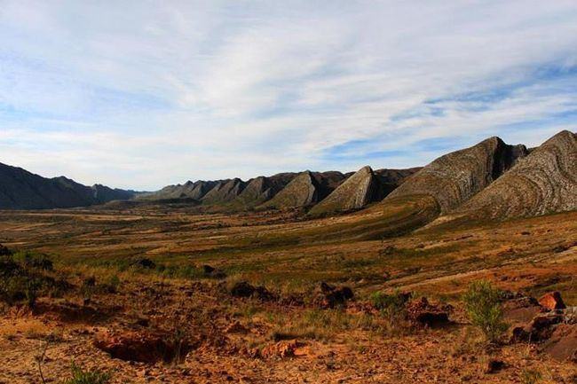 南米・ボリビアのポトシ県にある国立公園の一つ。<br />ポトシ県の北に位置し、2013年6月現在、アクセスはコチャバンバ県からのみ。<br />壮大な自然の中でのトレッキングが楽しめ、同じ県にある有名なウユニ塩湖とは別の魅力がある。