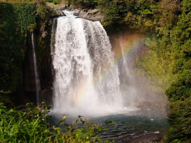 富士山周辺には湧水地が多数あり、地形の変化に伴い、滝も大小あります。<br />行った時期はばらばらですが、週末ドライブで回れそうな滝をコースとして<br />まとめてみました。<br /><br />【経路】<br /> 新東名 新富士ICで降りる<br /> ⇒朝日滝<br /> ⇒白糸の滝<br /> ⇒音止の滝<br /> ⇒陣馬の滝<br /> ⇒鐘山の滝