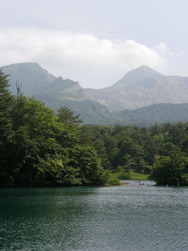 今年の会社OB会の旅行は・・大河ドラマ「八重の桜」の舞台の地を巡る旅・・に決まり実施された。<br /><br />高齢者向けに設定したコースでしたが・・<br />みなさん元気で2日間の福島県を楽しみました。<br /><br />2日間の元気な旅を以下にまとめてみました。<br /><br />大河ドラマ「八重の桜」の舞台の地を巡る旅・・・<br /> ●①猪苗代から五色沼散策<br />  ②岳温泉・早朝散歩<br />  ③酒蔵見学・会津若松城と大河ドラマ館<br />  ④会津武家屋敷<br />