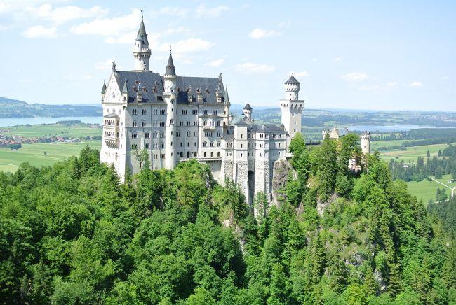 7月の3連休を利用してドイツ・ミュンヘンへ行ってきました。<br />ミュンヘンから日帰りでノイシュヴァンシュタイン城ツアーに行ってきました。<br />日本でAlan1から予約して49ユーロです。<br />こちらの旅行記は日帰りツアーで訪問したリンダーホーフ城、オーバーアマガウ、ノイシュヴァンシュタイン城を紹介します。
