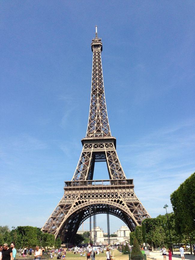 初めてひとり旅をしました。<br />国内でもひとり旅したことがないのにいきなりの海外。<br />フランス語どころか英語も話せない私の珍道中です。<br />7.18 成田→パリ、マドレーヌ寺院のコンサートへ<br />7.19 ラデュレでパンペルデュ、コンシェルジュリー、エッフェル塔、ランチにフォアグラ<br />7.20 ストラスブール観光<br />7.21 ラスパイユ朝市、ヴァンブ蚤の市、カルナヴァレ美術館、雰囲気だけツールドフランス<br />7.22 ジヴェルニー、ガレット、オランジュリー美術館<br />7.23 オルセー美術館、オルセー美術館内のレストラン、アランデュカスショコラティエ、お茶、空港へ<br />7.24 帰国<br /><br />宿泊先 <br />ホテルクイーンマリー<br /><br />フライト <br />成田→パリ JL405<br />パリ→成田 JL5056