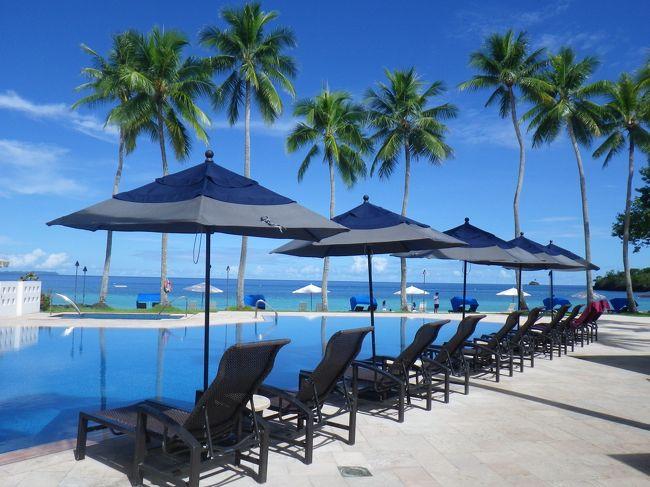1年働いて頑張ったご褒美の夏休みは夫婦でホテルリゾートでまったり。今年は7月中旬のパラオに決めました。<br />ところが海がきれいなパラオなのに、ホテルのビーチでのんびりできるホテルが少ない!<br />無条件でパラオ・パシフィック・リゾートPPRにしたのですが、9日間同じホテルだとあきるかもと最後の3泊をパラオ・ロイヤル・リゾートPRRにしました。結果としては、本当にリゾートでのんびりしたいならPPRしかありません。<br />ダイビングやツアーに行って夜寝るだけならビーチのないビジネスホテルのような安い所でいいのかもしれませんが、私達のようにビーチのあるホテル内でのんびりすごすには現在ここしかないようです。できればビーチにヴィラができるもっと良いのですが。<br />でも、オーシャンフロントで予約したらスイートにアップグレードされ、更に快適なリゾートライフでした。<br /><br />注意<br />レシートのないレストランの場合、個別でなく合計金額表示もあります。また、情報の保証はいたしかねます。<br />TIPは受けたサービスや価値観で夫婦でも意見が異なることもあり、また小額のお札を持っているかどうかでも違うので、参考にはなりません。あくまでも我が夫婦の支払った額として記載しました。<br /><br />【移動・ホテル】<br />7/13  成田→パラオ デルタ航空97便 ビジネスクラス<br />    PPR(パラオ・パシフィック・リゾート)5泊<br />    オーシャンフロント指定がスイートにグレードアップ<br />    PRR(パラオ・ロイヤル・リゾート)3泊 <br />    デラックスオーシャンビュー5階以上を指定<br />7/21  パラオ→成田 デルタ航空96便 ビジネスクラス<br />