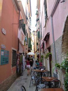 優雅な夏バカンス イタリア・東リビエラの旅♪ Vol43(第4日目夕) ☆モンテロッソ・アル・マーレ:黄昏の旧市街(漁村)を歩いて山上のレストランへ♪