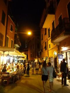 優雅な夏バカンス イタリア・東リビエラの旅♪ Vol45(第4日目夜) ☆モンテロッソ・アル・マーレ:夜景の美しいモンテロッソを優雅にそぞろ歩く♪