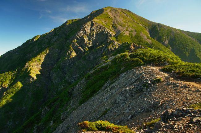 日本には3,000m峰が21座ある。<br />(別途、主峰の付属の山として除外されている山が数座あり。)<br /><br /><br /><br /><br />遂に、<br /><br /><br /><br /><br />遂に、