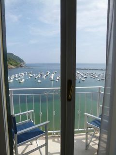 優雅な夏バカンス イタリア・東リビエラの旅♪ Vol102(第9日目昼) ☆セストリ・レヴァンテ:「Hotel Miramare Sestori Levante」のジュニアスイートルームは可愛らしい旧港を見渡せる♪
