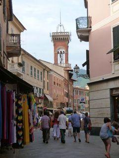 優雅な夏バカンス イタリア・東リビエラの旅♪ Vol108(第9日目午後) ☆セストリ・レヴァンテ:旧市街の散策とショッピング♪なぜかジャズのイベントが始まる♪