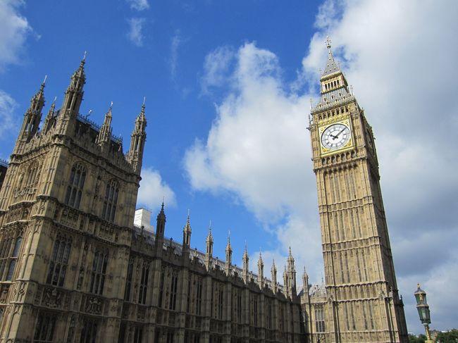 たまには英語圏にでも行こうかな」と思い立ち、急に行くことになったイギリス。<br />調べてみると予想以上に見どころがたくさんあって、たった1回の旅行ではまわりきれないことがすぐに判明。<br />とりあえず今回は、つまみ食い程度でイギリスを味わってみることにしました。<br /><br />のんびり女一人旅〜という感じではありませんでしたが、いろんなことを経験して、いろんなことを思った7泊9日でした! <br /><br /><br />今回は後編です!<br /><br />前編はこちら→ http://4travel.jp/traveler/noebou/album/10799410/