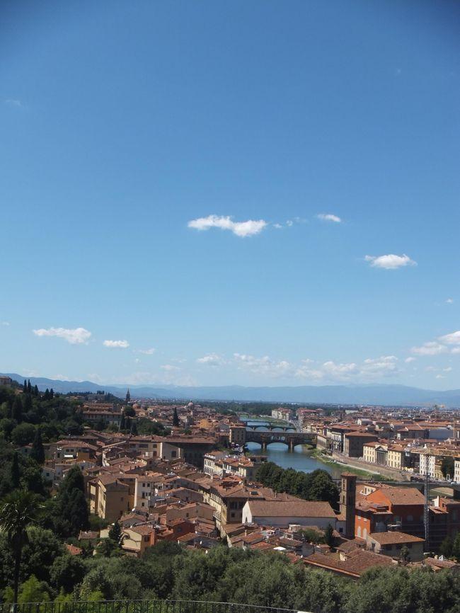 初めてのイタリア旅行で、ミラノ・ヴェネツィア・フィレンツェ・ローマを回ってきました。<br /> 阪神航空フレンドツアー利用。<br /> ヴェネツィアからフィレンツェに移動し、2泊しました。