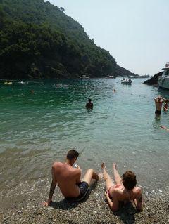 優雅な夏バカンス イタリア・東リビエラの旅♪ Vol144(第12日目午後) ☆サン・フルットゥオーゾ(S.Fruttuoso):ランチはピザ♪ゆったりとビーチで優雅に過ごす♪