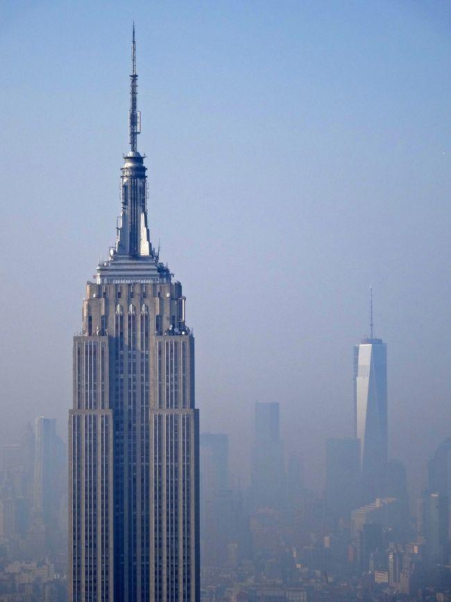 """今回のニューヨーク旅行の大目的は,ズバリ「メジャーリーガー・イチロー」に会いに!?行くことでした<br /><br /> 4000本安打を達成したとはいえ,イチローの勇姿を見られるのもそろそろ潮時かな?ならば,「いつ行くか?今でしょ!」というわけで,大都会の喧騒が苦手なわたしが,世界一の大都会に飛び込むことに!<br /><br /> もっとも,本場のミュージカルは,かねがね観たいと思っていたし,超大国アメリカの経済の中枢(ウォール街周辺)と政治の中枢(ワシントン)にも行ってみたいと思っていましたので,「どうせ行くなら,イチローだけじゃなくて,色んなモノを見てこよう!」と,分刻みの過密スケジュールを組んでマンハッタンを駆け回りました<br /> 個人旅行なのに,自分で組んだスケジュールに拘束されてのんびりしている間もなく,毎日バタバタだったのは,これ如何?<br /><br /> 旅行記のタイトル中♪New York , New York♪は,BOOYの『No New York』の歌詞とフランク・シナトラの歌をかけてます<br /> ヤンキーズの試合終了直後にシナトラの『New York New York』が流れるのですが,最終戦でこれを聴いたときに,「ステキな街に来てよかった」と熱いモノがこみ上げてきました<br /> <br /> それから「S・M・A・P」って言ってもジャニーズではありません…<br /> Sportsの「S」<br /> Musicalの「M」<br /> Art&Architectureの「A」<br /> Peopleの「P」 といった具合に頭文字をとっただけですが…<br /> たくさんの「S・M・A・P」を観て聴いて感じて,想い出深い""""シティ・ライフ""""となりました<br /><br /><br />【日程】<br />① 成田発-ANA-ニューヨークJFK着<br />② 自由の女神,グラウンドゼロ,ブルックリン橋など見学<br />  夜はヤンキースタジアムでヤンキーズvsレッドソックス観戦(以下4日間)<br />③ 5番街散策,エンパイアステートビル,フリックコレクション・MoMA・グッゲンハイムでアート鑑賞など,夜はヤンキースタジアム<br />④ ルーズベルト島散策,イントレピッド博物館など見学後,ヤンキースタジアムでデイゲーム観戦,夜はミュージカル『ライオンキング』鑑賞<br />⑤ 国連,SOHO散策,消防博物館など見学後,ヤンキースタジアムでデイゲーム観戦後,トップ・オブ・ザ・ロックで夜景<br />⑥ ナイアガラの滝日帰りツアー<br />⑦ ワシントンD.C.日帰りツアー(ホワイトハウス,スミソニアン航空宇宙博物館など),エンパイアステートビル(2度目)で夜景<br />⑧ トップ・オブ・ザ・ロック(2度目),メトロポリタン美術館,ミュージカル『オペラ座の怪人』&『マンマミーア』を""""はしご""""<br />⑨⑩ 帰国"""