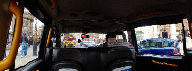 タイトルの写真はロンドンのタクシーから見た市内の景色です<br />iPhoneの横パノラマ撮影です<br /><br />旅程は<br />成田ーロンドンーストラドフォードアポンエイボンーコッツウォルズーロンドンー成田<br /><br />スライドショーはこちらです<br /><br />http://youtu.be/ZSMBW7twfdo<br /><br /><br />今まで、乗り継ぎでヒースロー空港を通過したことは何回かありました<br />イギリスとはビジネスのご縁がありませんでしたのでロンドンは初めてです<br /><br />今回、生まれて初めてイギリスへの観光旅行に来ています<br />ANAのツアーでした<br />往復プレミアムエコノミーにアップグレードしてくれました<br /><br />成田空港発11:30ANA201便で同じ日の17:00にヒースロー空港に到着しました<br />機内映画をトムクルーズのアウトロー、ヒッチコック、リンカーン、007のスカイフォールと4本見ました<br />空港からロンドン市内のホテルibisまでバスで一時間でした<br /><br />ここらがツアーは楽チンですね<br />シャワー、荷物整理して<br />ホテル内のオシャレなレストランでギネスの黒ビールとドイツサンドの遅い夕食をしています<br />とにかく、眠いです
