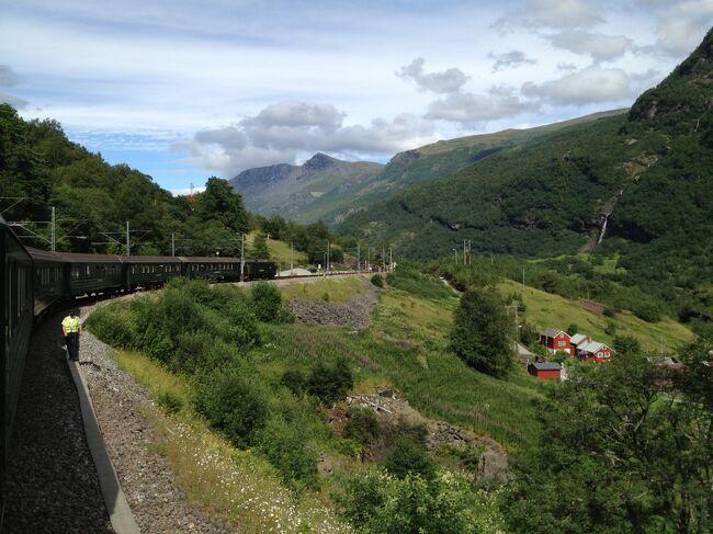 ノルウェーのフィヨルドを結ぶ絶景路線を乗車する