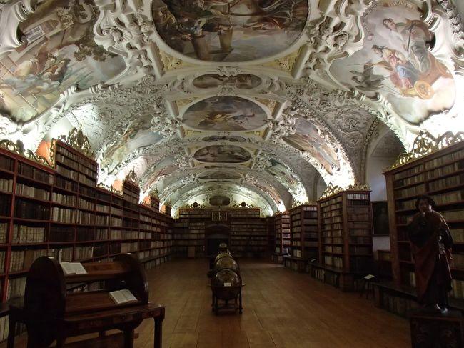 中欧3カ国周遊ハンガリー、オーストリアと巡り3カ国目のチェコの旅行記です。<br /><br />チェコでは、チェスキー・クルムロフとプラハを観光しました♪<br />以前から行きたいと思っていたチェコは、期待通りでした☆