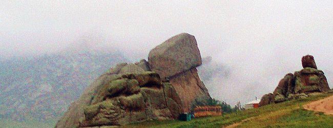 モンゴルの風(3) 亀石、アリヤバル寺...