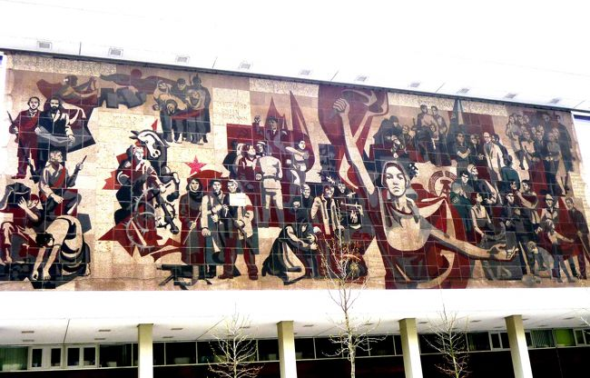 今年もドレスデンを訪れました。<br /><br />昨年、アウグスト強王の寵愛を一身に受けたコーゼル伯爵夫人の悲しい生涯を知り、もう少し詳しく知りたいと思いました。<br />そして、駅まで行ったのに、時間がなくてスゴスゴひき返したソルブ人の街パオツェンにも行きたいし・・。<br />ドレスデンは見所が多くて、何度でも訪れたい街です。<br /><br />ところで、今回の移動はジャーマンレイルパスではありません、ザクセンチケットです。<br />2人で25ユーロ。<br />安いのも魅力ですが、それ以上に魅力的なのが、市内交通(市電、バス、地下鉄)にも乗れること。<br />もちろんライプチヒ、ドレスデン両方に有効です。<br />今回ライプチヒでは使いませんでしたが、ドレスデンでは大活躍してくれました。<br />
