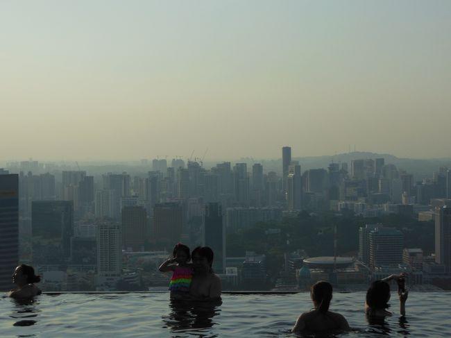 夏休みにMacau, Hong Kong, Singaporeへ。<br /><br />【航空会社】<br /> Cathay Pacific Airways (キャセイパシフィック航空)<br />【 クラス 】<br /> Business Class (ビジネスクラス)<br />【 宿 泊 】<br /> Hotel Michael (ホテルマイケル)<br /> Marina Bay Sands (マリーナベイサンズ)