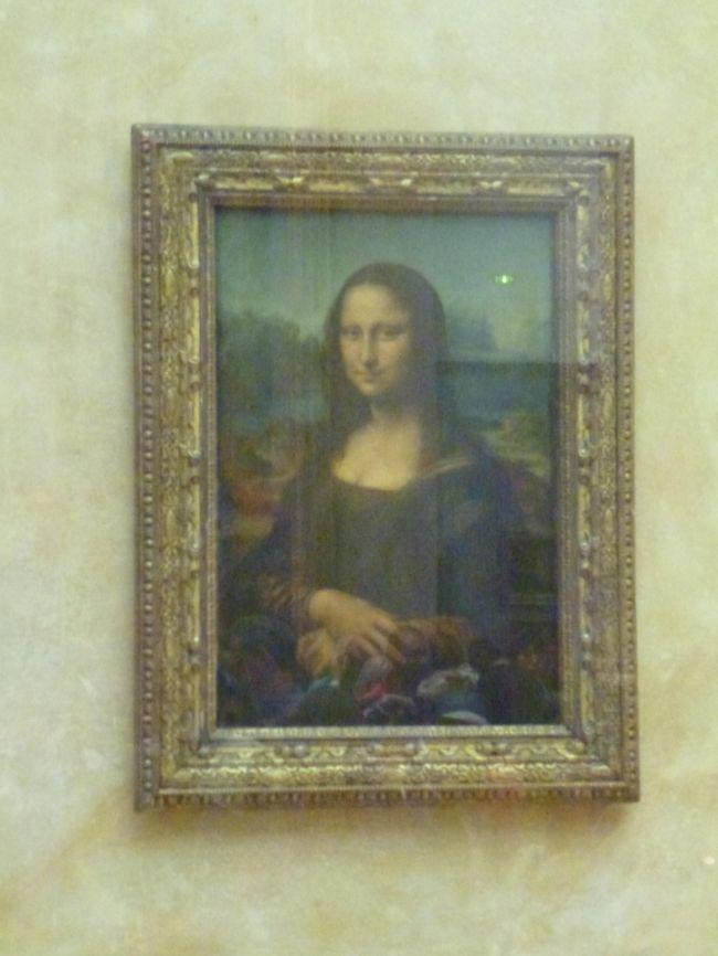 JTBの黄色パンフ「よくばりロマンチック街道とスイス・ベルサイユ・パリ8」に参加しました。行程7日目です。<br />旅行も最終日になりました。<br />この日は午前中ベルサイユ宮殿の観光、午後からルーブル美術館を鑑賞、その後帰国とかなりの強行軍です。<br /><br />行程1日目<br />http://4travel.jp/traveler/miepc/album/10816501/<br />行程2日目<br />http://4travel.jp/traveler/miepc/album/10817508/<br />行程3日目<br />http://4travel.jp/traveler/miepc/album/10817527/ <br />行程4日目<br />http://4travel.jp/traveler/miepc/album/10817722/ <br />行程5日目<br />http://4travel.jp/traveler/miepc/album/10817948/ <br />行程6日目<br />http://4travel.jp/traveler/miepc/album/10818075/