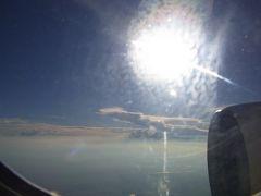 この時間の新千歳から羽田に向かうフライトは、ある意味日暮れに向かって飛行します。