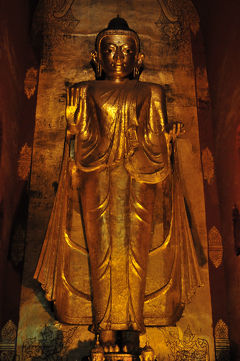バガン(3):黄金仏の微笑み ◆ミャンマー3日間の旅 5/9◆
