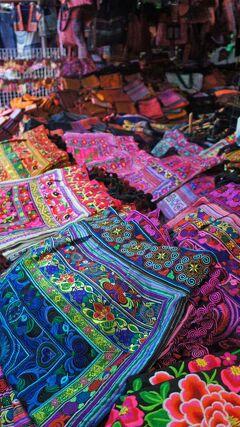 Sabaai! Northern Thailand(18)チェンマイのモン族市場とワロロット市場を巡り、サンデーマーケットで夕涼み。
