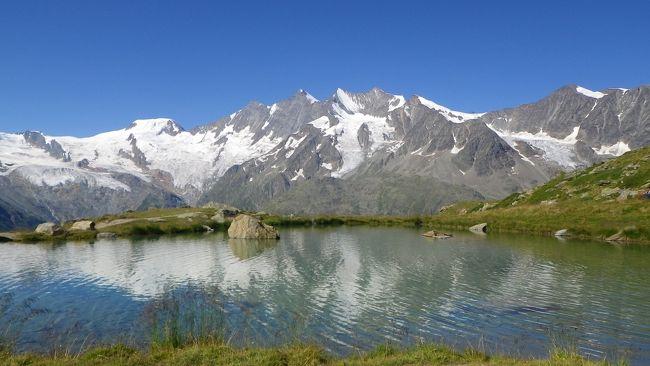今回の旅行も大詰め。最大の目的だった、Kreuzboden~Gsponのハイキング。フォートラの諸先輩方や他サイトでもお薦めされたコースです。始めは後半にミシャベルが見えてくるように、Gsponスタートも考えていたのですが、Gspon(1,863m)~Kreuzboden(2,397m)ということで、登りの嫌いな温泉スイス夫婦は、あっさりKreuzbodenスタートを選択しました(^_^;)。でも、最近はこの程度であれば、がんばれますけどね??<br /><br />この日も良い天気に恵まれ、と言うか、今回の旅行中でも最高潮と言えるほどのピーカンでしたので、前々回の旅行記にアップしましたように、Hohsaasへ寄ってから歩き始めました。そんなこともあり、17時過ぎまで歩くロングハイクになりました。コース自体は、眺めも良く、整備もされています。お薦め通りの素晴らしい体験でした。