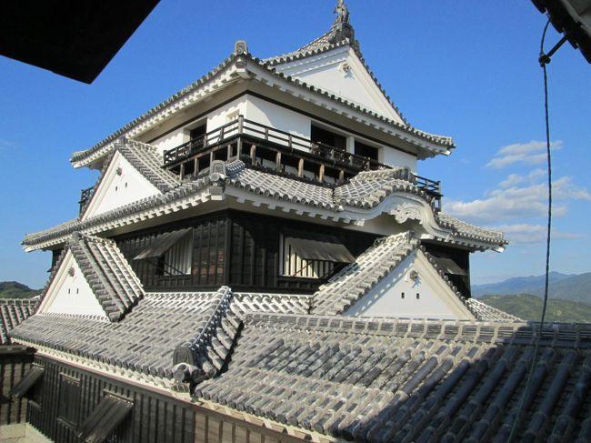 松山を半日で回るちょい旅です。<br />半日なので、松山空港−松山市駅−松山城−道後温泉−大街道−松山市駅と回る旅です。<br />