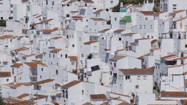 前日はカサレスに1泊、エステポナ行き16時発のバス時間までのんびりカサレスの村を散策