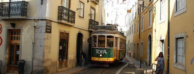 トラムで巡るリスボン旧市街 カメラ片手...