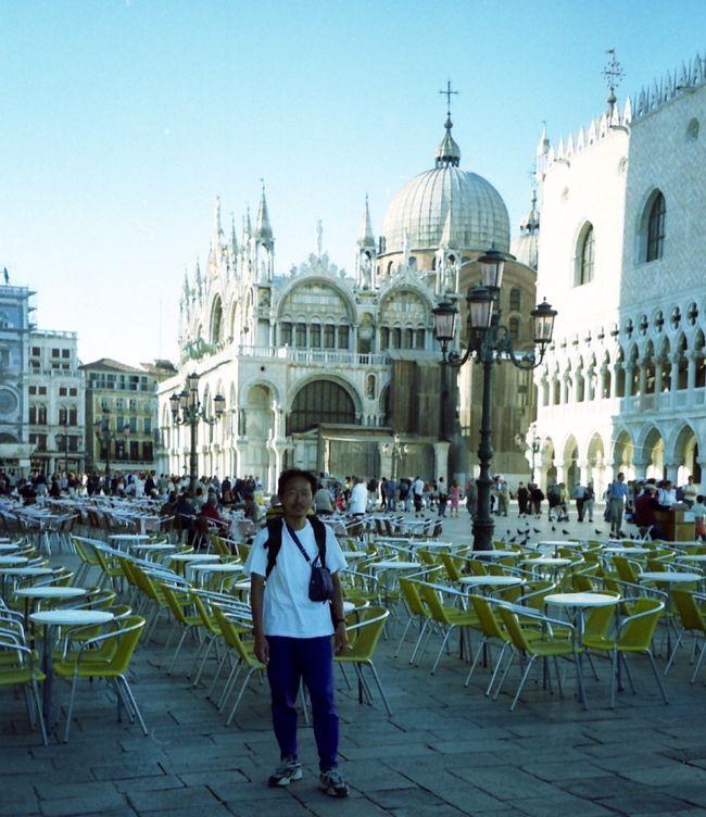 50歳の記念旅行は<br />イタリアからスイスまで37日間で<br />3000km走る自転車旅行だった。<br />世界遺産を中心にイタリアの主要都市<br />50~60を巡りイタリア北部から<br />スイスアルプスを越えチューリッヒ<br />までの激闘の37日間の旅<br />今までにボローニャまで発表しました。<br />今回は、フェラーラ~パドバ~ヴェネッア~<br />ヴィチェンツァまでの1週間を発表します。<br /><br />