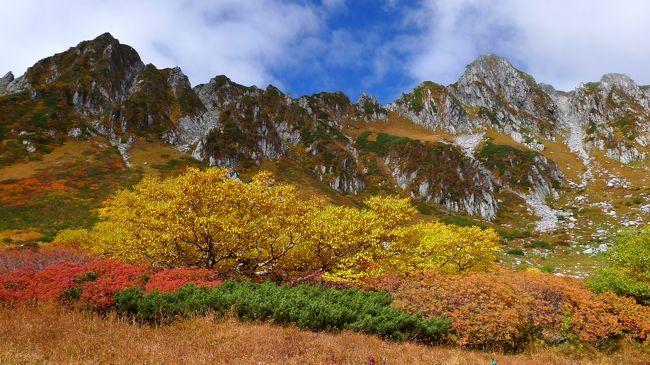 """紅葉の""""旬""""を求めて、中央アルプス・駒ケ岳と千畳敷カールを、撮影を兼ねて散策をした。<br />紅葉真っ盛りの千畳敷は、スケール感もある絶景を楽しめた。<br />(撮影後一年後の投稿ですが、自身の記録を残す目的を兼ねての投稿なのでご容赦下さい。)"""